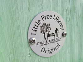 02_LittleFreeLibrary_cropped